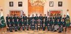 <b>Taint Paint:</b> Zardari and Gilani pose with the Pakistan team