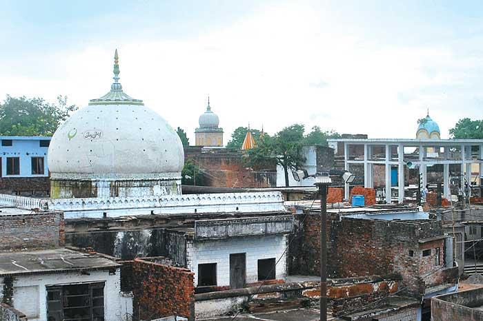 Outlook India Photogallery Ayodhya Babri Masjid