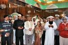 <b>Seeking Grace:</b> Paswan, Yechury, Sushma Swaraj, Gurudas Dasgupta and others at the Hazratbal shrine