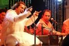 <b>Imagined slight?</b> Rahat Fateh Ali Khan, an idol in Pakistan, at a concert in Mumbai