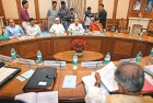 <b>Cold Draft</b> Pranab Mukherjee with Anna Hazare and his team at the first joint drafting committee