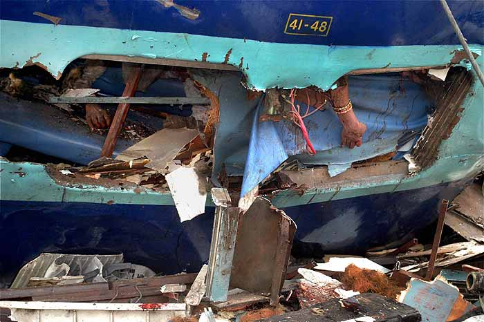 Locomotive Body Parts : Indian train accident body parts imgkid the