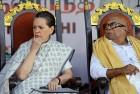 <b>Slow fuse?</b> Congress chief Sonia Gandhi with Karunanidhi in times less stormy