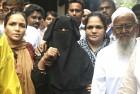 Rohida (in black), widow of Faiz Usmani, who died in police custody, Mumbai, Jul '11