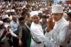 <b>Cap it</b> Akhilesh at a Lucknow dargah