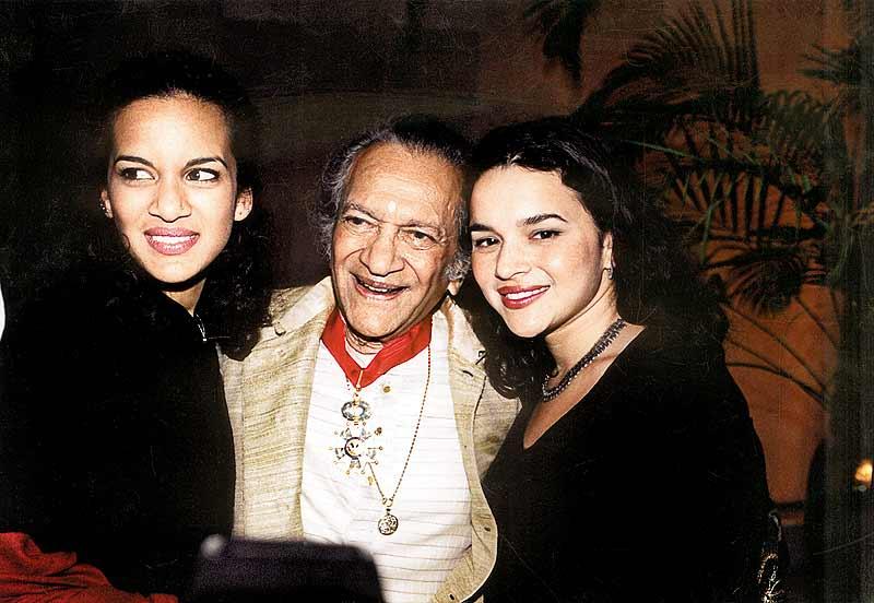 ผลการค้นหารูปภาพสำหรับ norah jone and sister and ravi shanga