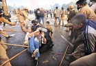 <b>A nervous state</b> Police lathicharge protesters at India Gate