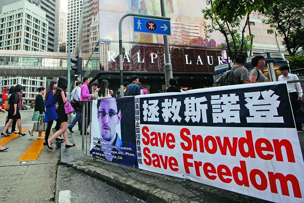 Hong Kong 'Snowden refugees' seek asylum in Canada