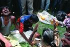 <b>Deep grief</b> Parents grieve over their poisoned children in Bihar