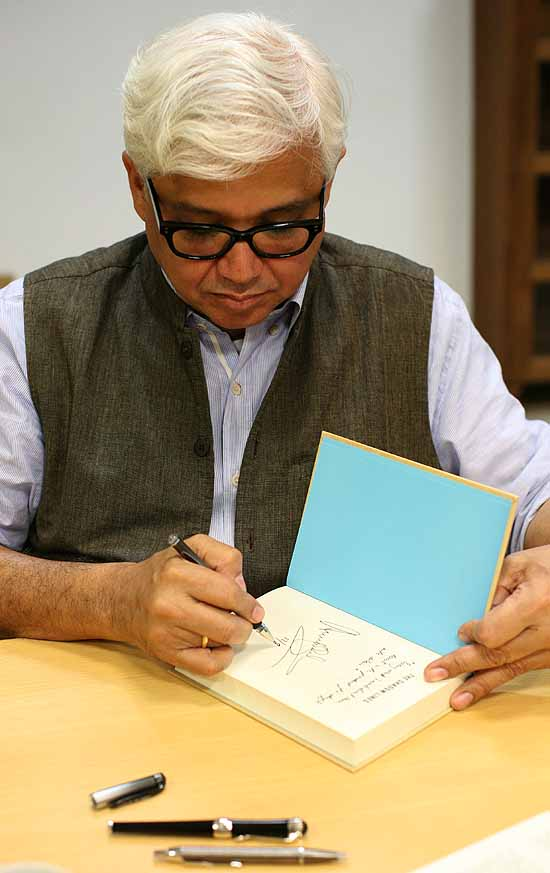 amitav ghosh essays Amitav ghosh (11 july 1956)was born in calcutta and brought up in bangladesh, sri lanka and indiadelhi and oxford university have been prime institutions for.
