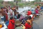 <b>Surf it up</b> Women wash clothes at a dank pond in a slum outside Rajkot, Gujarat