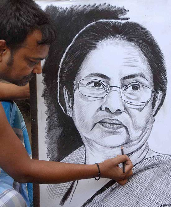 An artist making pencil sketch of trinamool congress supremo mamata banerjee after the partys landslide victory in lok sabha elections in kolkata
