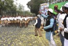 <b>Pushp ki abhilasha?</b> Local Muslims shower rose petals on a phalanx of marching RSS men in Bhopal