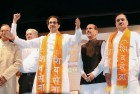 <b>Buzz me up</b> Uddhav Thackeray at a Sena meeting