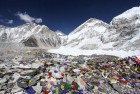 Nepal: Cracks and Holes Develop in Mt Everest Post Quake
