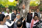 <b>United against</b> Ghulam Nabi Azad of the Congress with other Opposition leaders at a rally against the land acquisition bill
