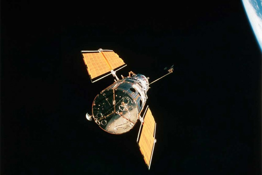 the hubble space telescope essay Hubble space telescope since the earliest days of astronomy, all astronomers have been asking the same questions-what s past earth, what can t we see.