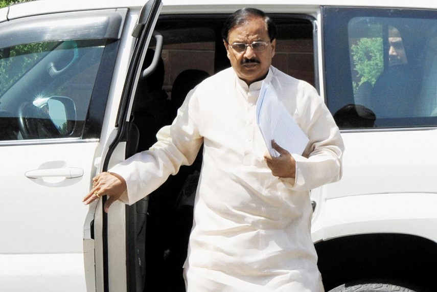 Minister Mahesh Sharma's Securityman Thrashes Guards