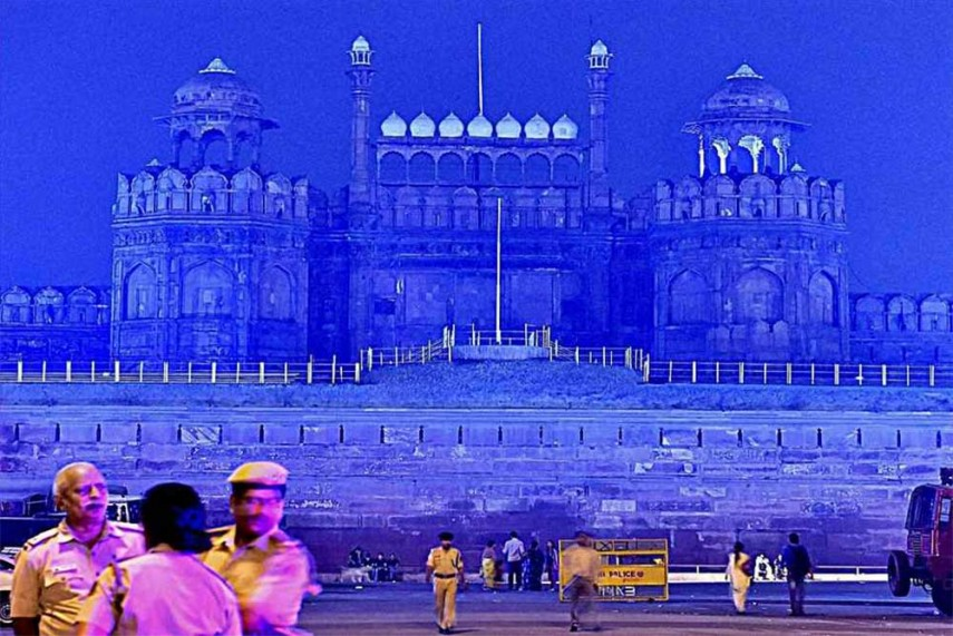 very short essay on red fort 70th independence day 15 august 2018 short essay, nibandh, lines in hindi english for kids: in our country, independence day will celebrate on 15th august  70th independence day 15 august 2016  people gather in large numbers into the parade ground in front the red fort there is a great hustle and bustle everywhere.