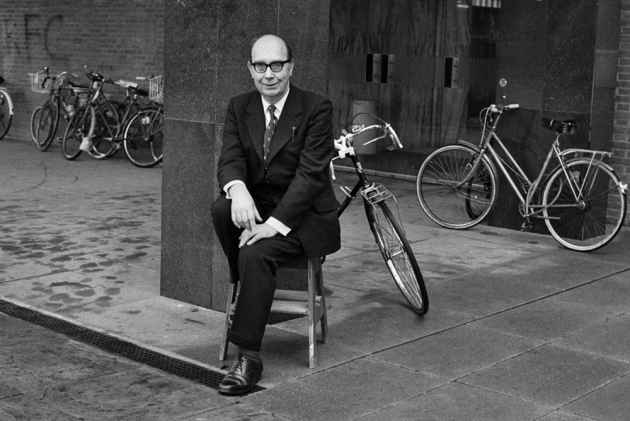 "larkin is misogynist essay ""i feel the only thing you can do about life is to preserve it, by art if you're an artist, by children if you're not"" ― philip larkin, philip larkin: letters to monica."