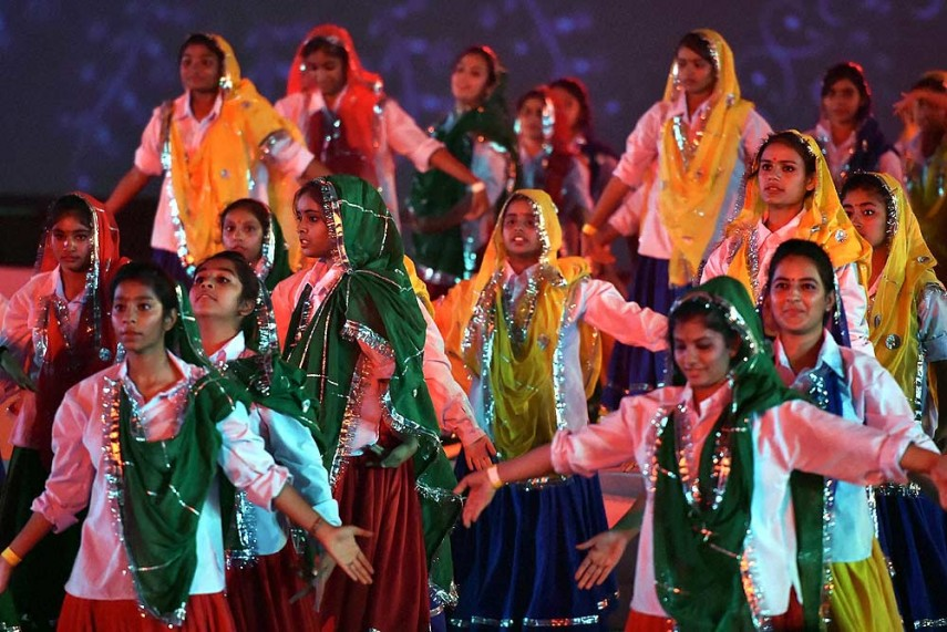 folk dance essay Bhangra refers to several forms of folk dance and music that originate in the  punjab region of india the dance is generally performed during.