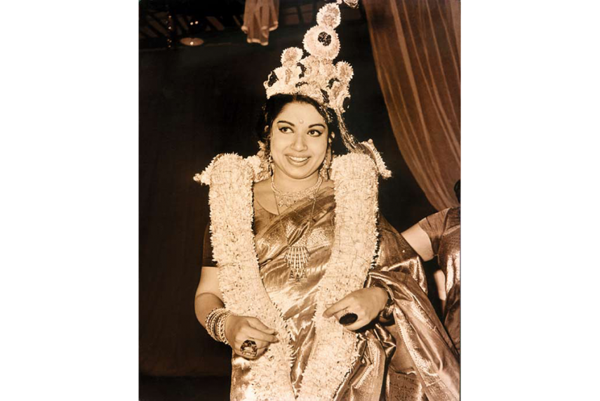 essay about role of chief minister jayalalitha in modern india Thousands of indians have taken to the streets to mourn the death of jayalalithaa  jayaram, chief minister of india's southern tamil nadu state,.