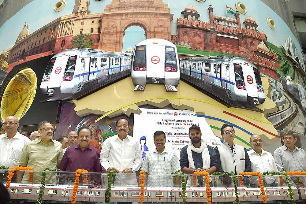 """Résultat de recherche d'images pour """"Arvind Kejriwal subway"""""""