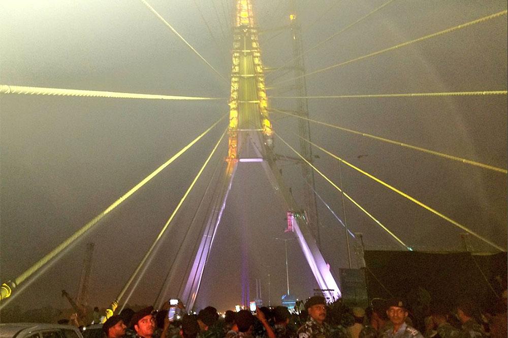 Outlook India Photo Gallery - Signature Bridge