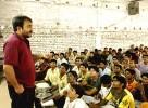 Anand Kumar taking a class at the Ramanujam School of Mathematics, Patna