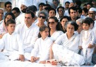 Varunb (R) with the Gandhis at the death anniversary of his father
