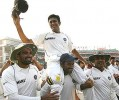 End of play: Kumble with teammates after the Kotla Test