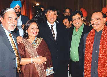 Subhash Goyal L N Mittal And Ghai At A Wedding Reception