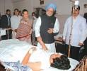 PM, Sonia Gandhi visit terror victims in JJ Hospital, Mumbai