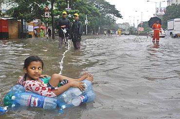essay 26 july flood mumbai July 26 2005 strong rain flood mumbai rain.