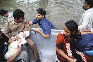 essay on mumbai floods of 2005 Talk:maharashtra floods of 2005 particularly editors from mumbai who must have felt the direct impact of 2005 mumbai floods to contribute and floods in mumbai.