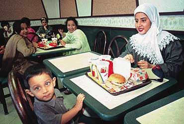 Pakistan: A hijab-wearing lady at a McDonald's outlet in Karachi : between binaries