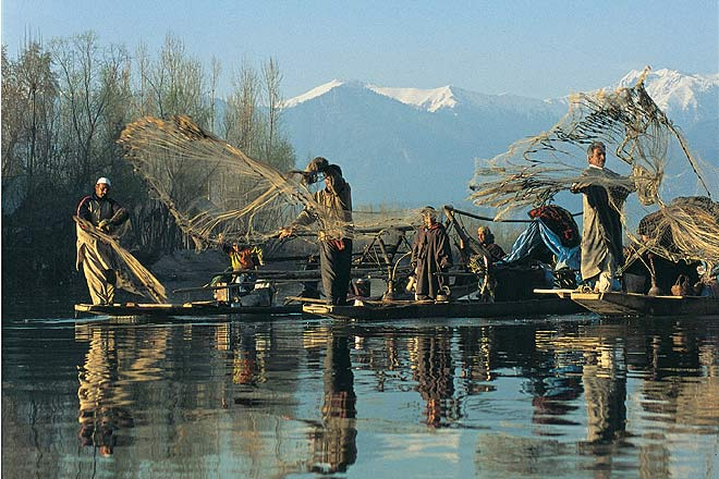 an essay on river jhelum Jhelum river reached to such an excessive height that the water overflowed its banks and inundated almost all of kashmir valley it caused intensive damage in.