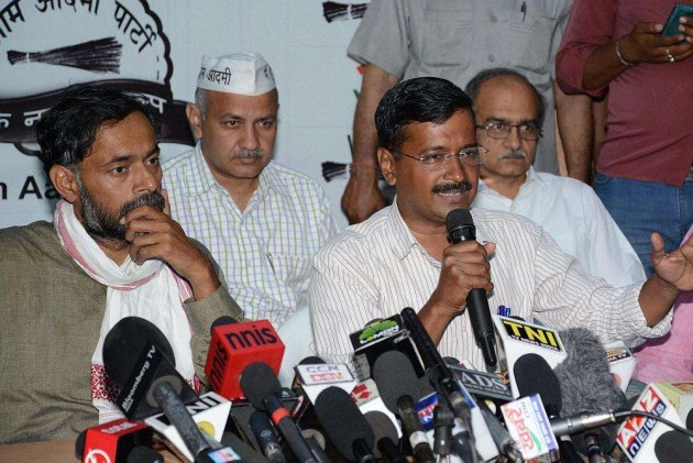 AAP's Sisodia and Yadav in War of Words