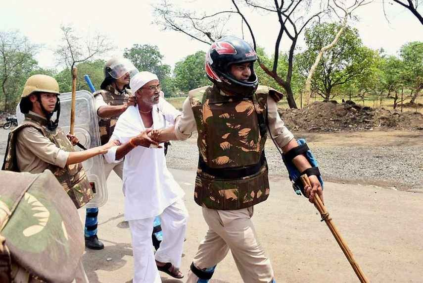 Riot Control Vehicles Rush to Thane After Farmers' Protest Against 'Land Acquisition' Turns Violent