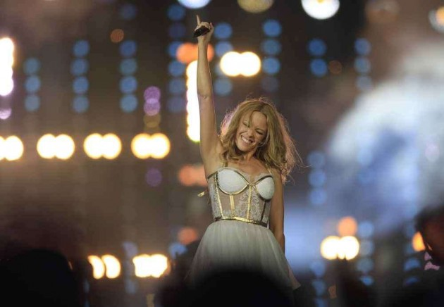 Kylie Minogue Sparkles in Glittering CWG Closing Ceremony
