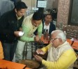 Manohar Lal Khattar Uses Phone To Pay For Tea At Stall