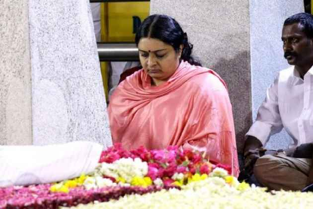 Deepa barred to enter aunt Jayalalitha's residence, accuses brother Deepak of cheating