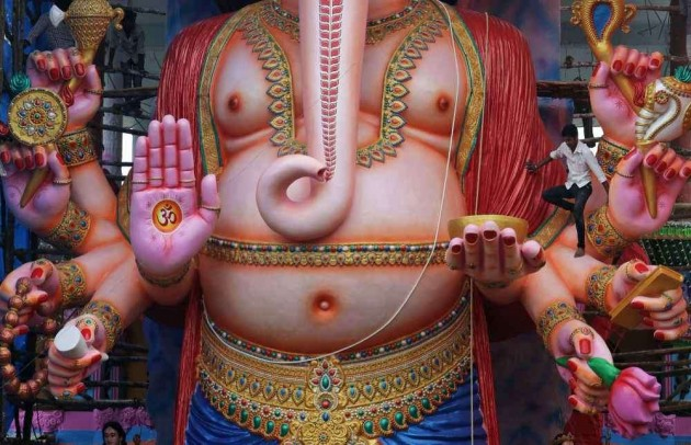 Gold Coins for Alert Mumbai Citizens During Chaturthi