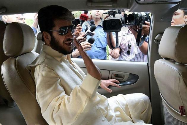 Separatist Leader Shah Calls for Trilateral Talks Over Kashmir