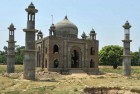 Akhilesh to Help Retired Clerk Build 'Taj Mahal'