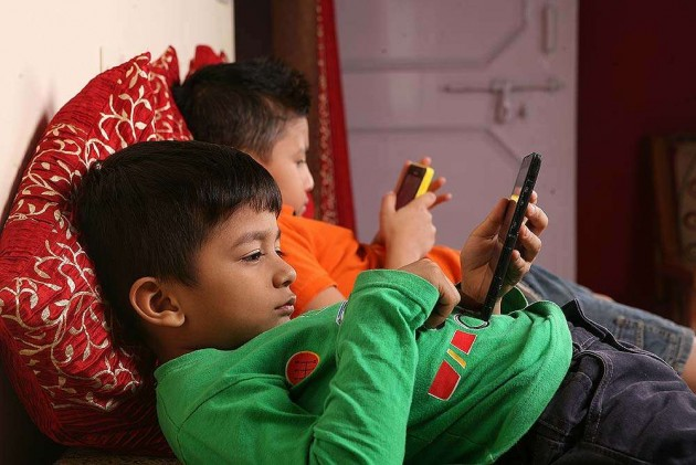 India to Have Largest Facebook Users on Mobile by 2017