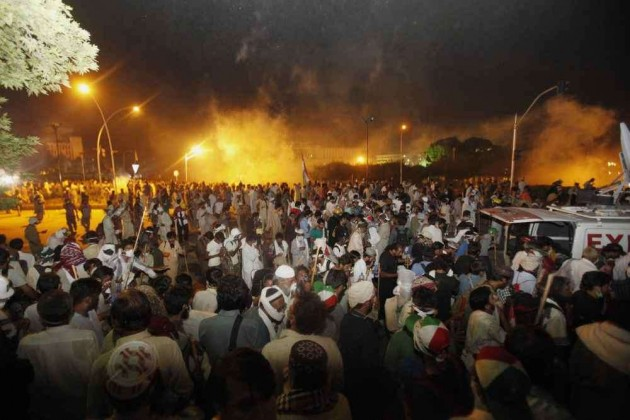 Fresh Clashes Erupt as Protestors Break Into Pak Secretariat