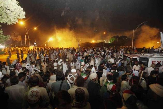 Fresh Clashes Erupt as Protestors Break Into Pak Secretariat