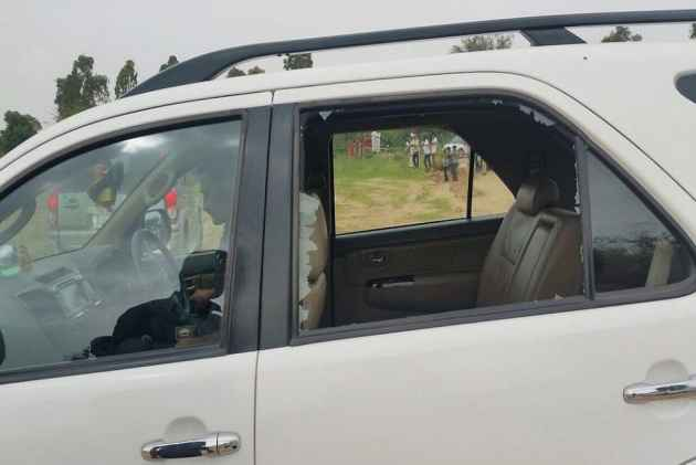 TN Cong blocks roads, stages protest against attack on Rahuls