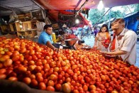 Vendors In Indore Deploy Armed Guards To Protect Tomatoes